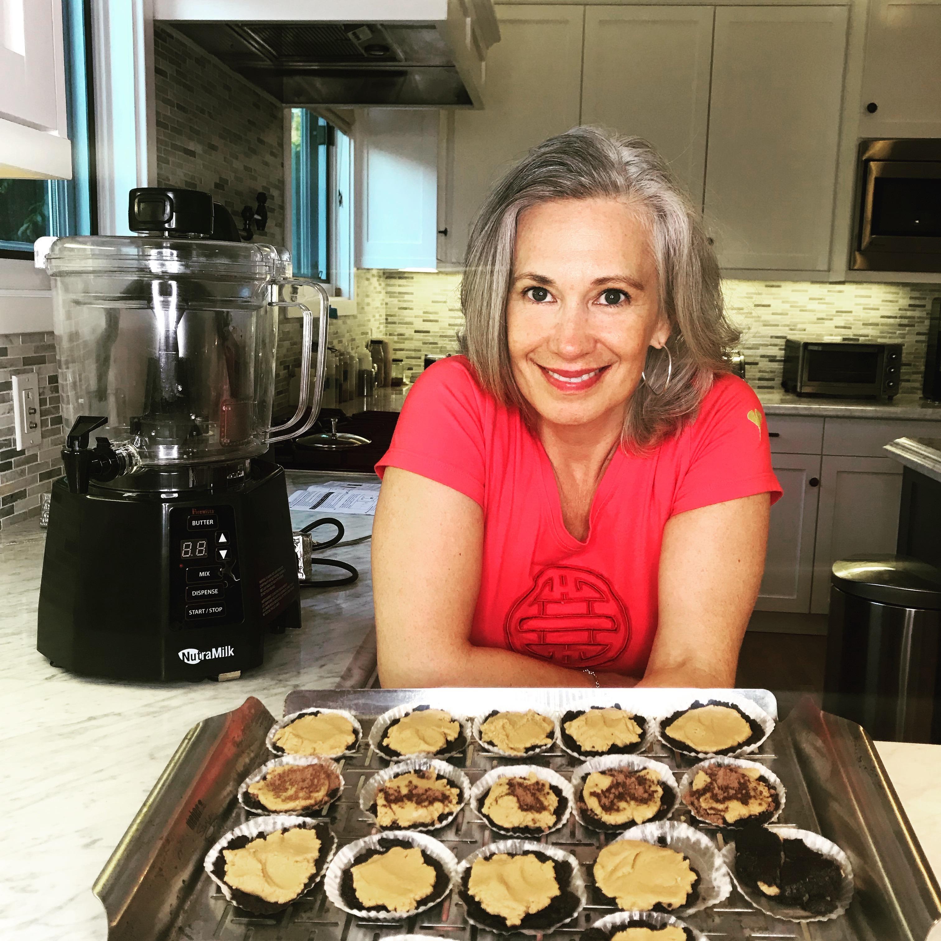 Elysabeth Alfano making Vegan Peanut Butter Chocolate Oreo Cookies